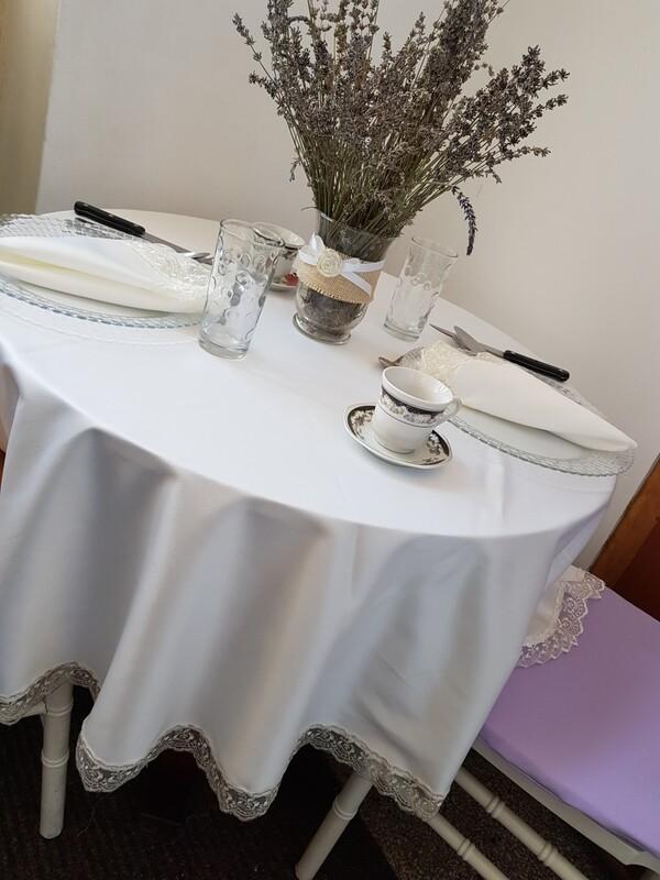 Feţe de masă cu dantelă angora