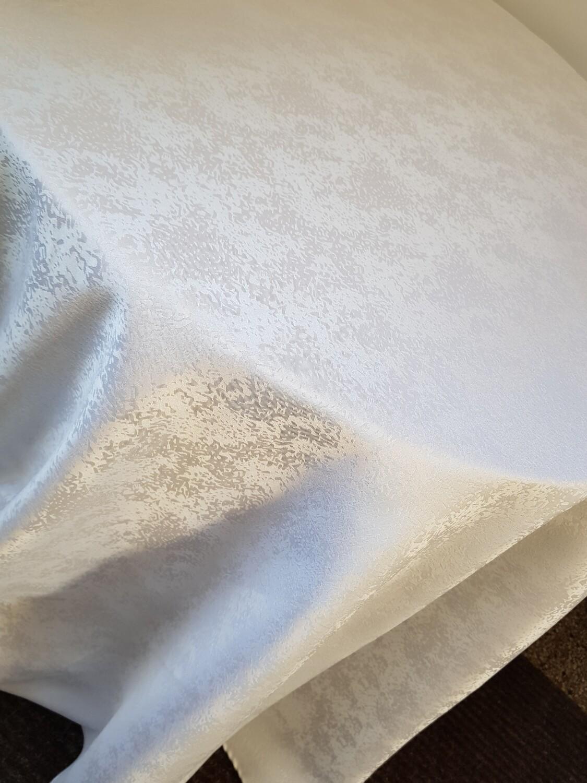 Fata masa D330 cm brocart alb