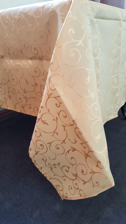 Fata masa brocart auriu - 140x160 cm