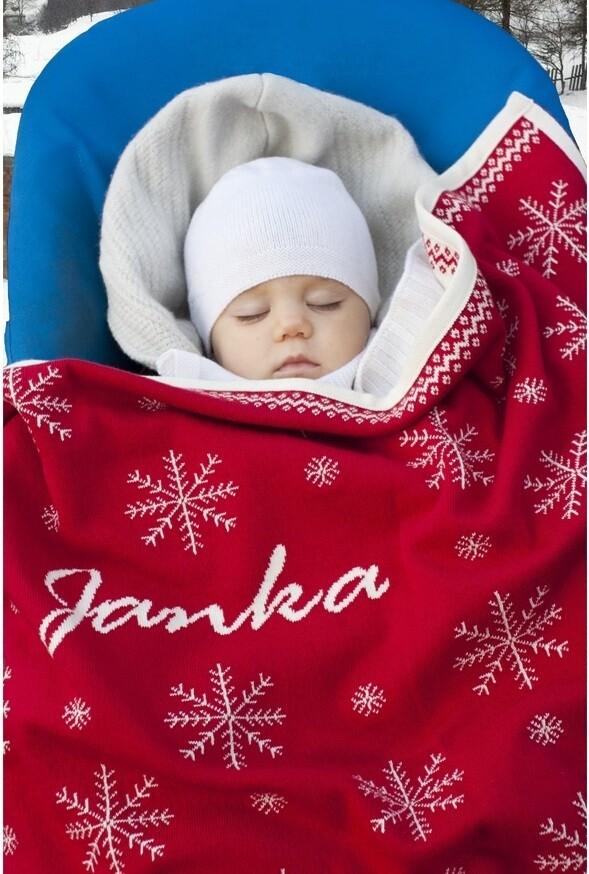 Babyfilt med snöflingor och barnets namn. Röd