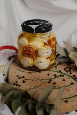 Сыр козий мягкий Шевр в масле (банка)