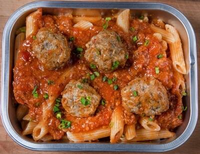 Penne bolognaise avec boulettes de viande/Penne bolognese with meatballs