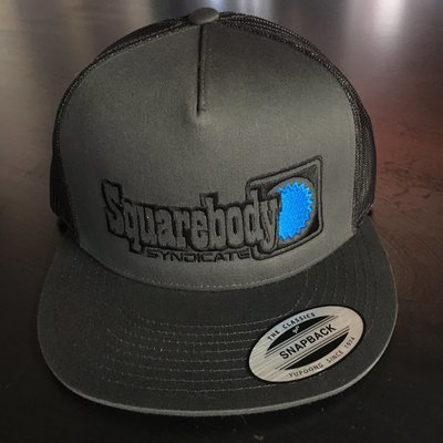 GRAY BLACK FLATBILL SNAPBACK RETRO TRUCKER MESH SBS LOGO #4 HAT