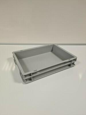 40x30x7 kunststof bak, grijs, PP, gesloten, kruizinga, licht gebruikt, deksel
