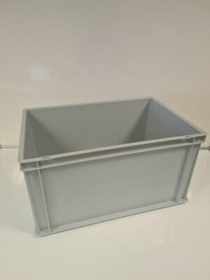 60x40x32 kunststof bak, licht grijs, PP, gesloten, vlakke bodem, zgan