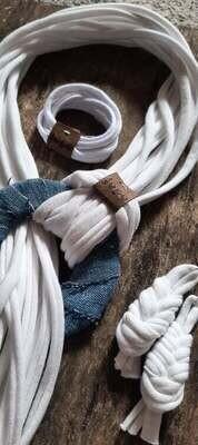 Jeans/Fehér zsinórlánc