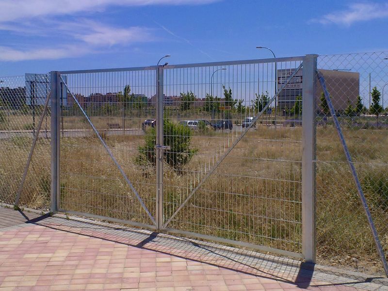 Puerta de 4 m por 2 m alto