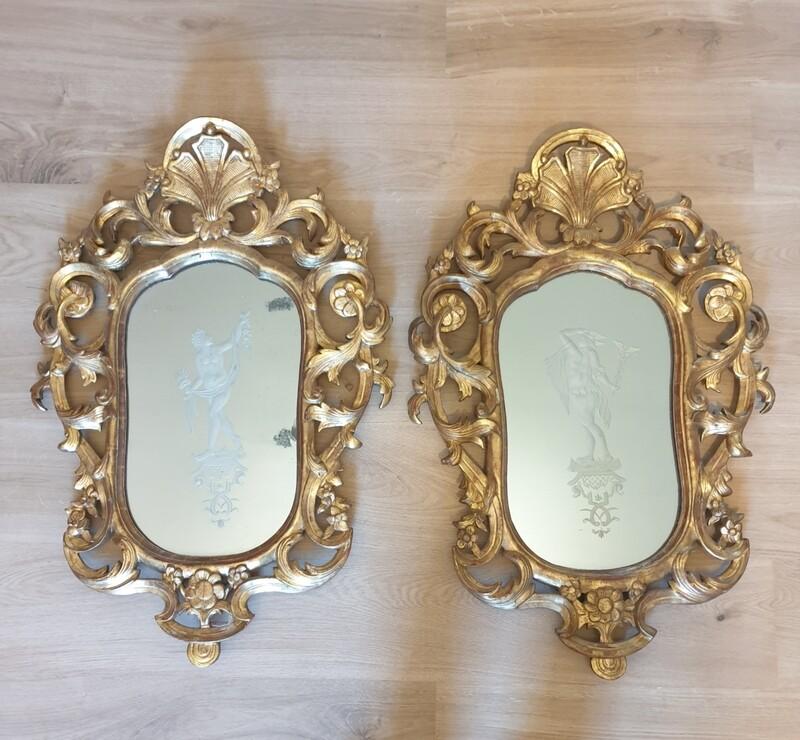 Paire de miroirs dorés