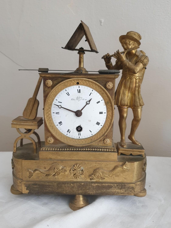 Pendule en bronze ciselé