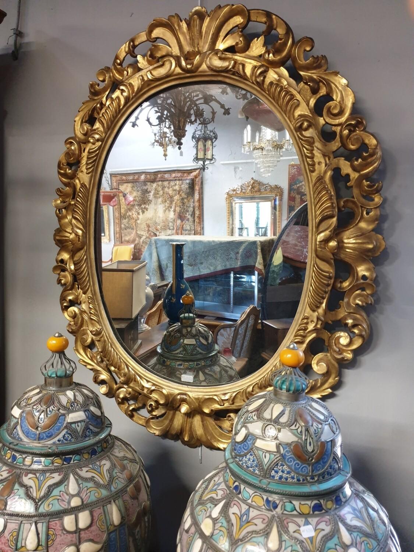 Grand miroir ovale doré