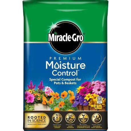 Miracle-Gro Premium Moisture Control Compost for Pots & Baskets 40L