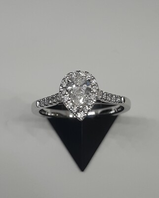 18ct White Gold Certificated Pear Shaped Diamond Cluster