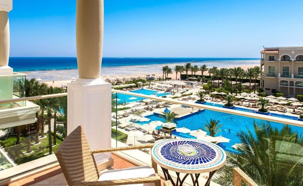 PREMIER LE REVE Resort Sahl Hasheesh Honeymoon