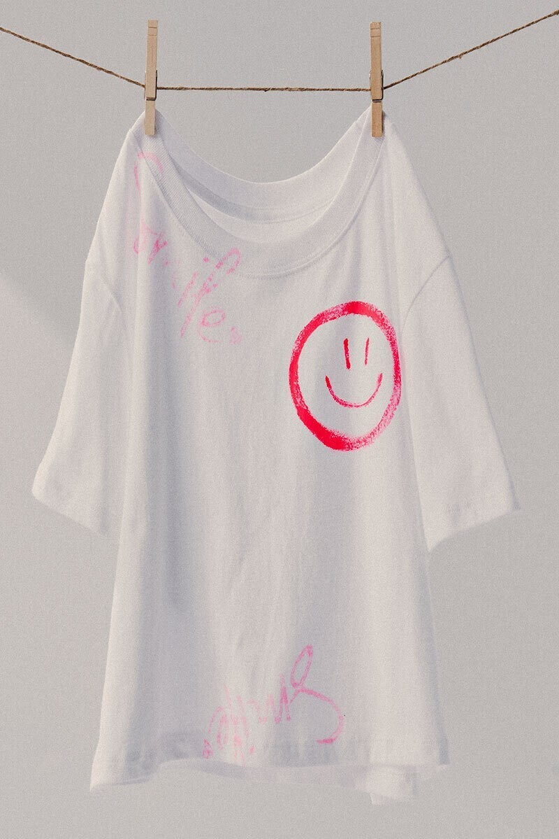 Trendnotes Smile Hand Brushed graphic tee