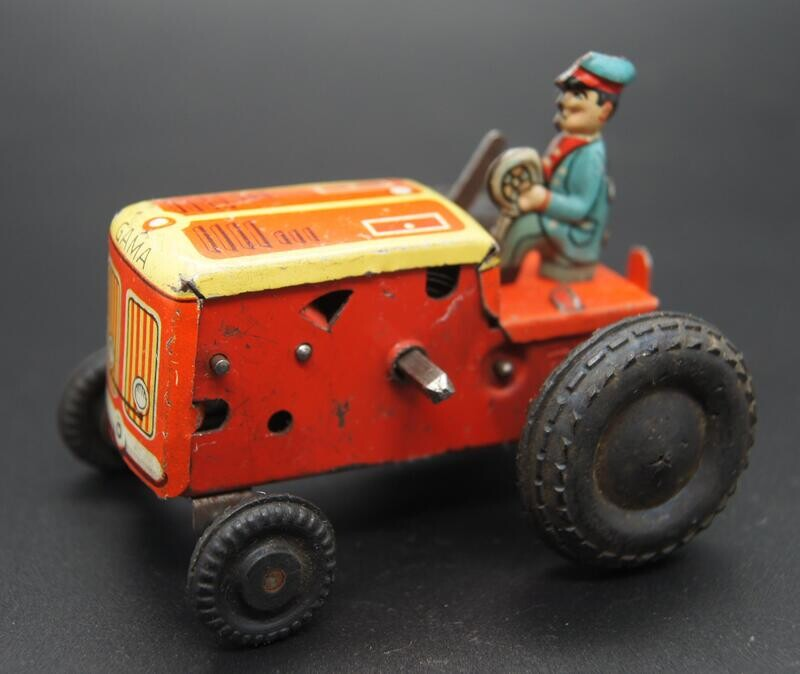 Kleiner Gama Traktor