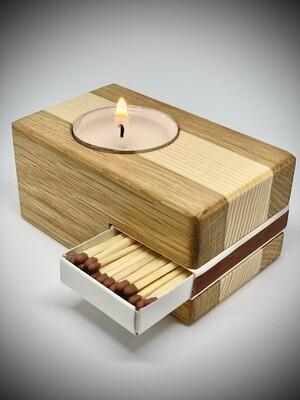 Lesen svečnik z vžigalicami