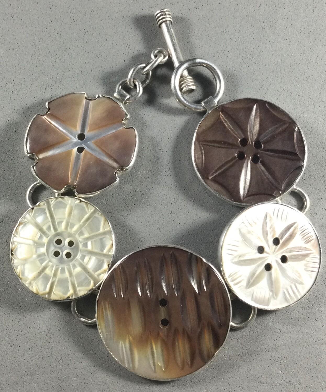 Bracelet of Tahitian Shell Set in Sterling Silver