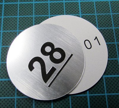 1.5mm 25mm round engraved laminate discs (€1.18 each)