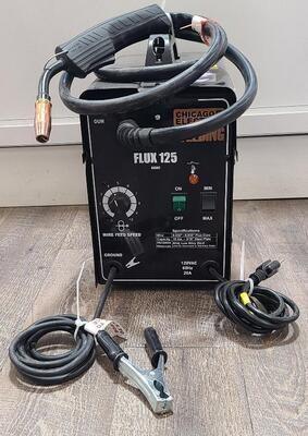 CHICAGO ELECTRIC FLUX 125 WELDER
