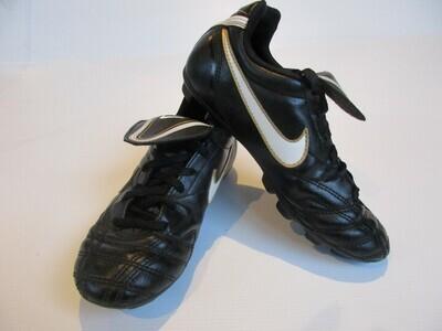 Nike Tiempo Football Boots US2 UK1.5 (Near-New) (EC194)