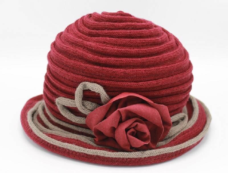 Bordeaux hoed met bloem
