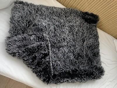 Cozzzie Seth- Zwarte shaggy 50X70 cm