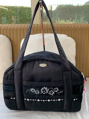 Queen's travel bag black