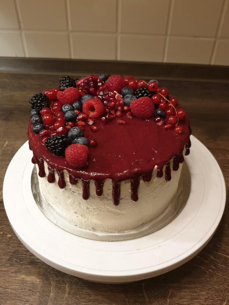 Mohn-Waldbeeren-Torte