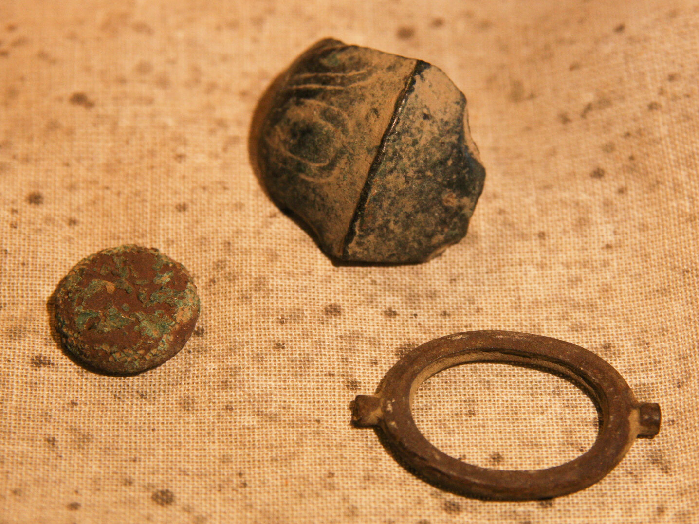 JUST ADDED ON 7/3 - GETTYSBURG - CULP'S HILL - Relic Group including Flower Cuff Button Face