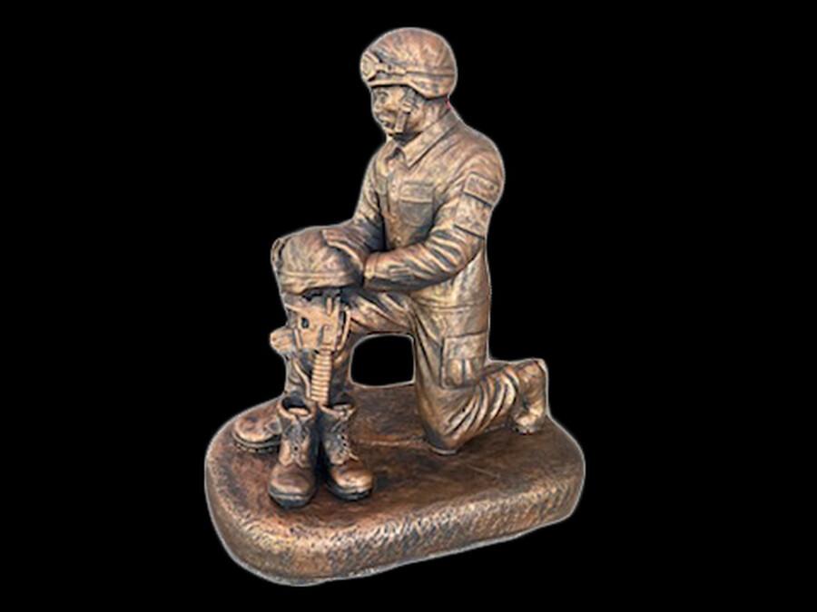 Sm. Kneeling Soldier