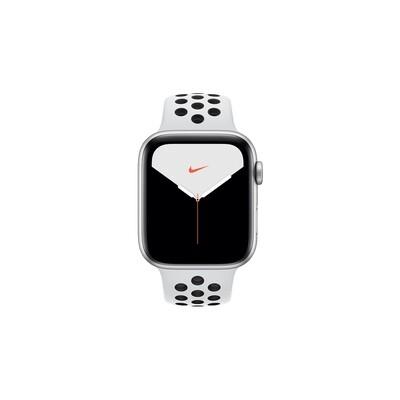 Apple Watch Nike Series 5, 44 мм, корпус из алюминия серебристого цвета, спортивный ремешок Nike «чистая платина/чёрный»