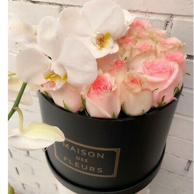 Roundbox Maison Des Fleurs de rosas + Orquídeas