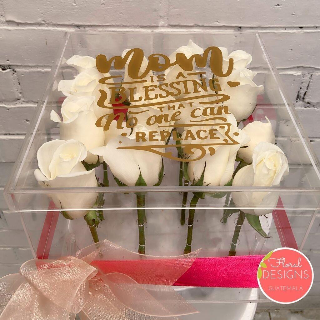 Caja acrílica de 16 rosas