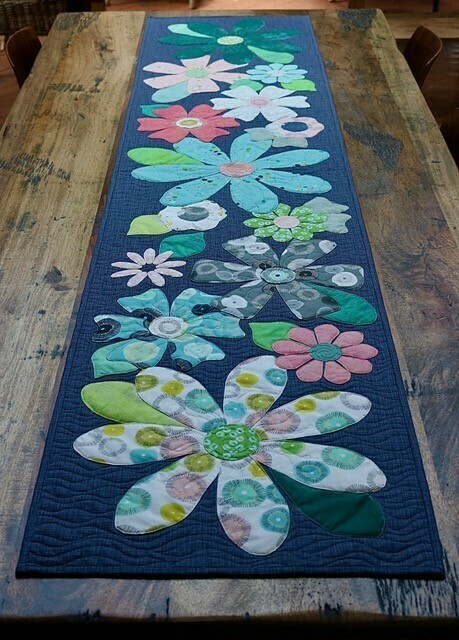 Fleurs Table Runner pattern and template set