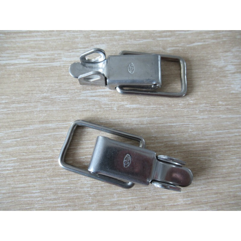 Over Centre Clips for Rear Glass M530 Pair
