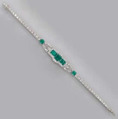 Emerald Centerpiece Tennis Bracelet