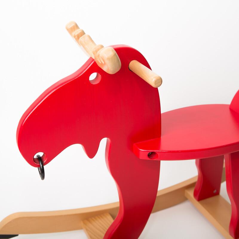 Červený houpací los IKEA