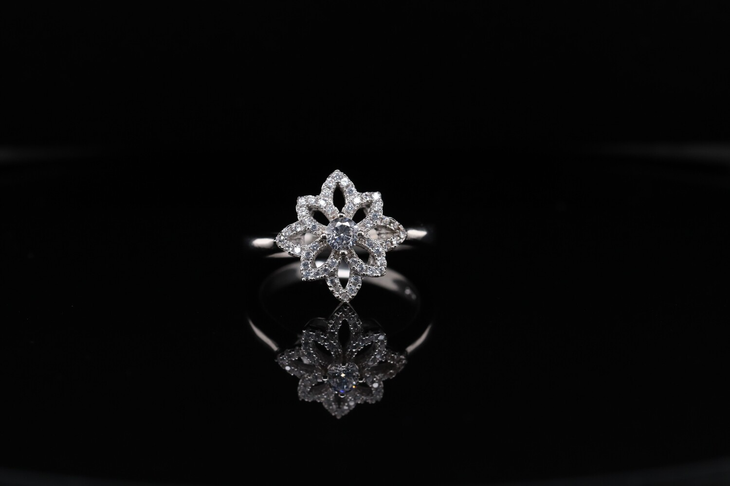 Solitaire Beautiful Open Flower Ring