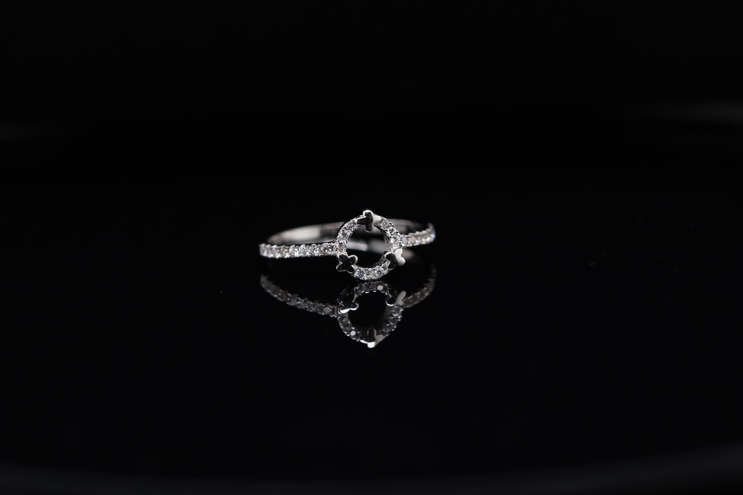 Solitaire Sparkling Halo Ring