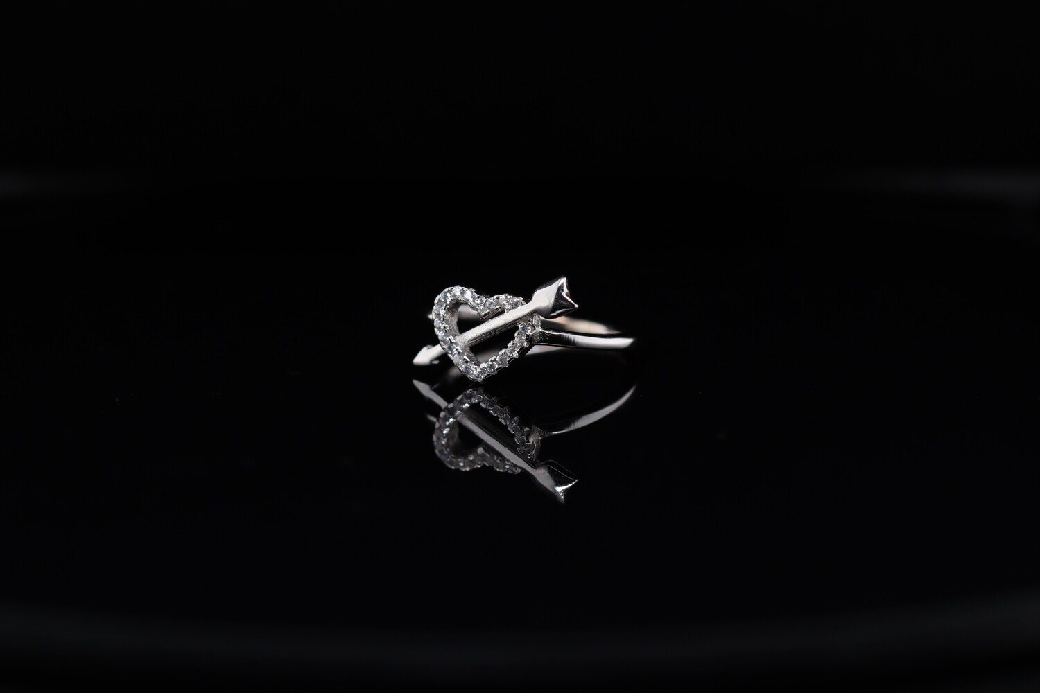 Solitaire Heart Arrow Ring