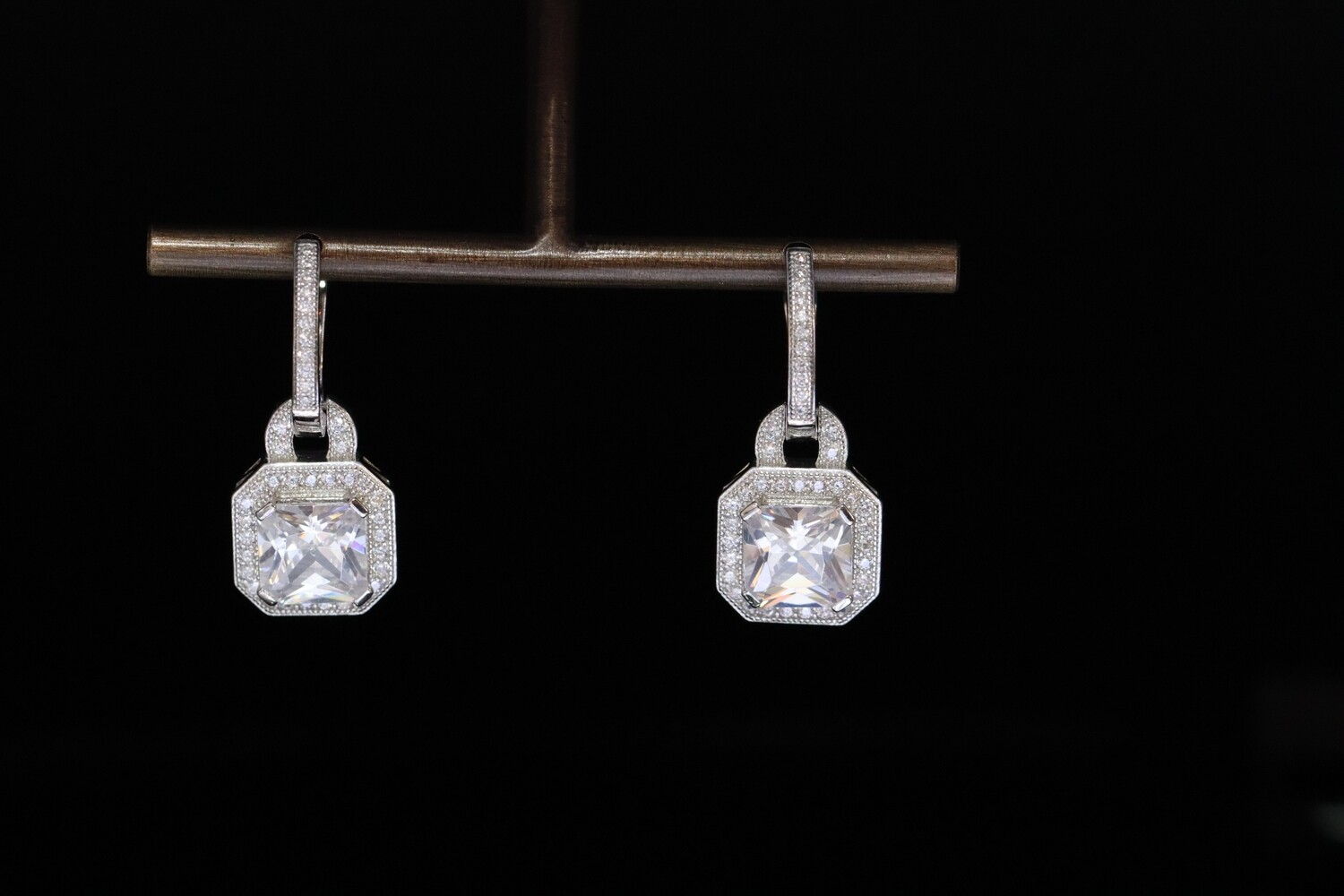 Solitaire Sparkling White Earrings