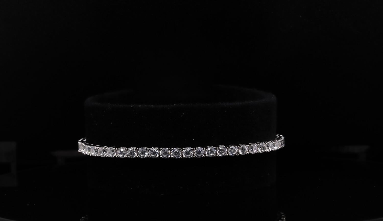 Solitaire White Sparkling Bracelet