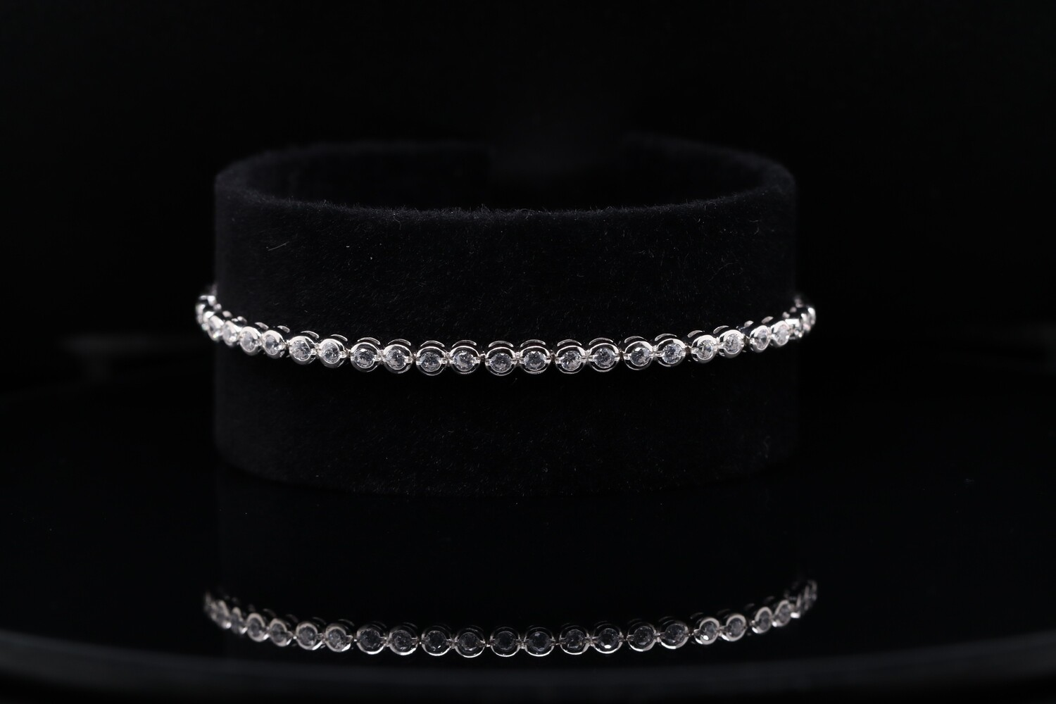 Solitaire's Oval Shaped Bracelet