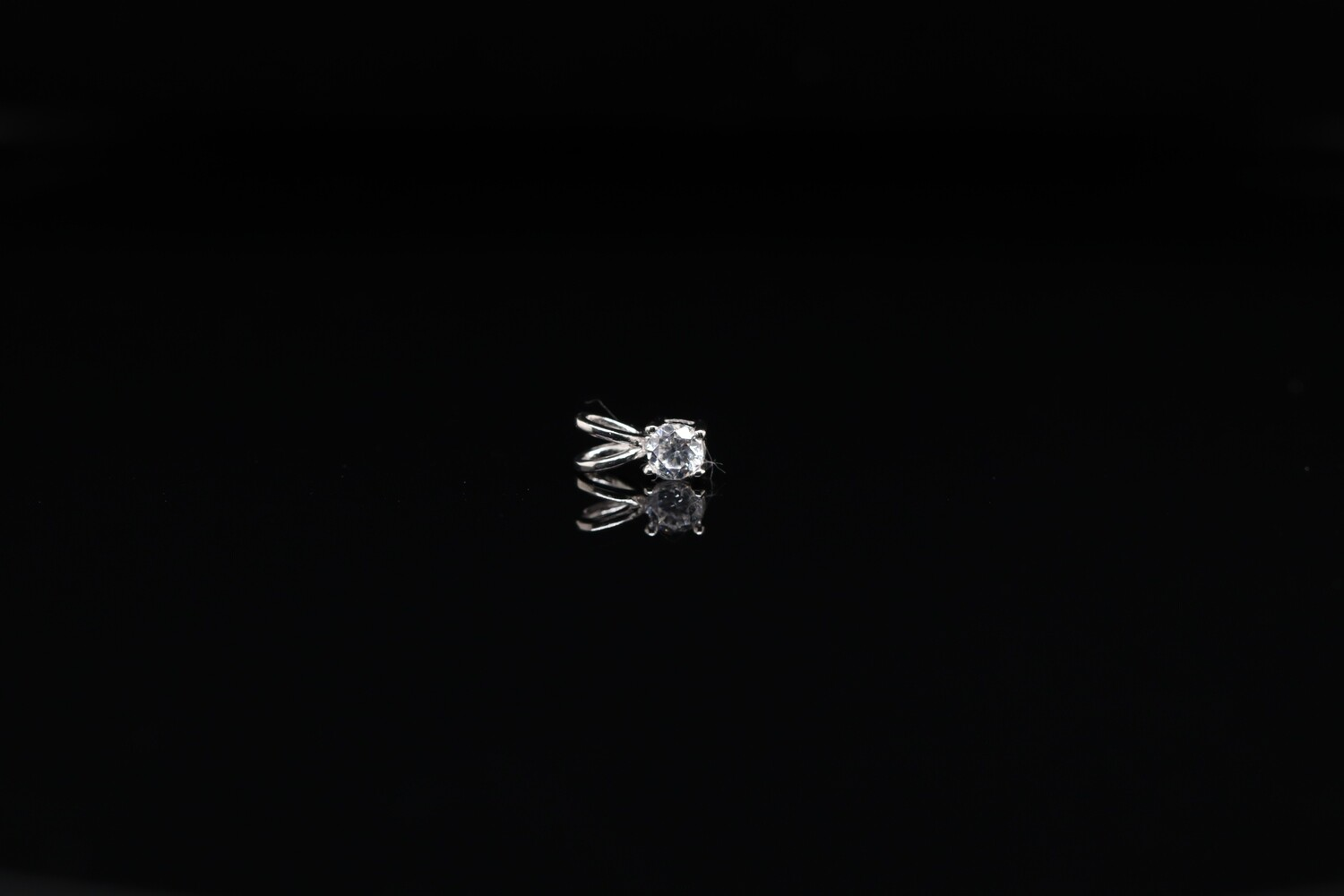 Solitaire Small Sparkling Pendant