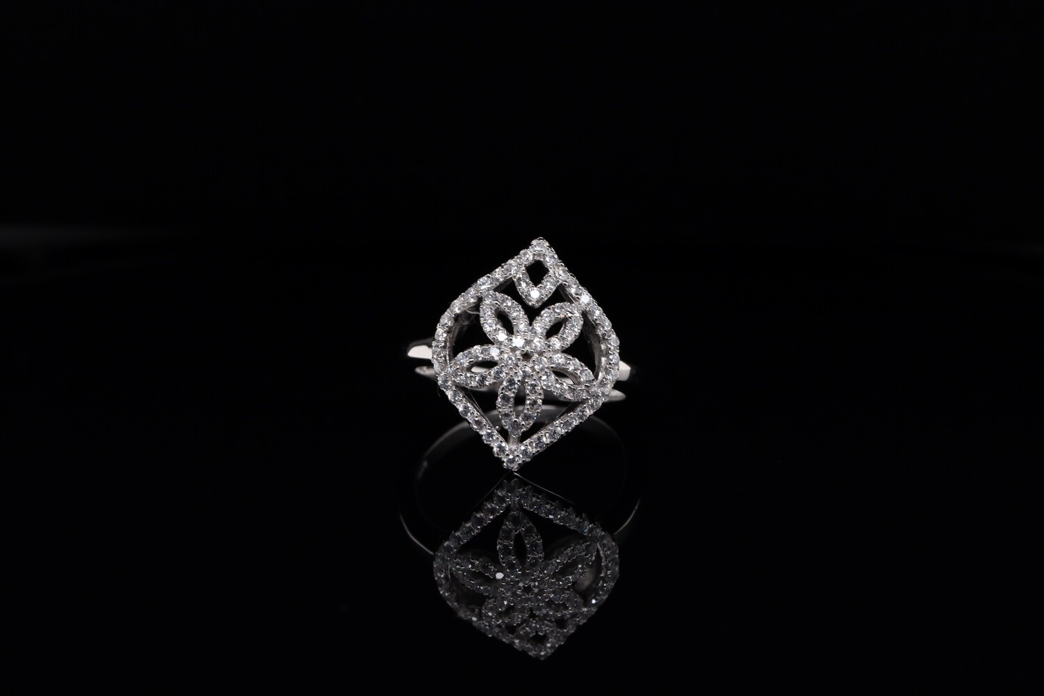 Solitaire Flower Sparkling Ring