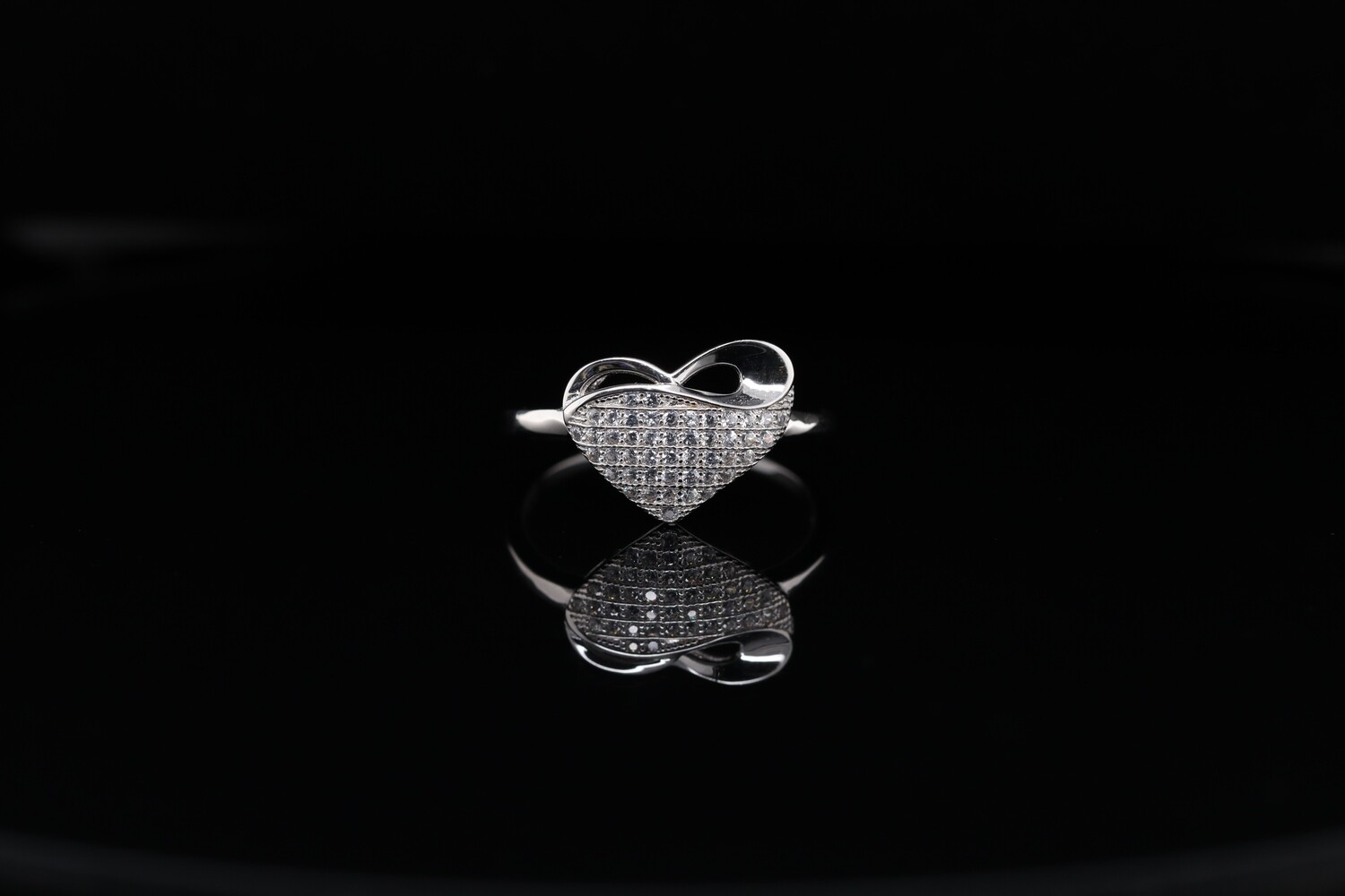 Solitaire Sparkling Heart Knot Ring