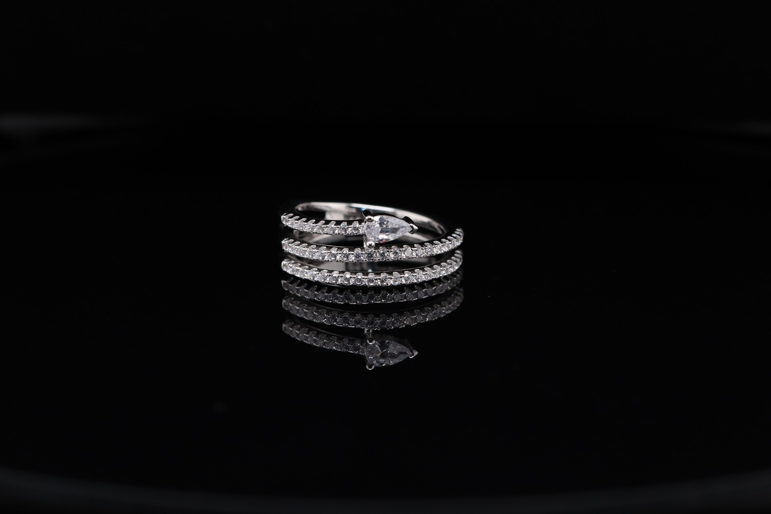 Solitaire Round Whirl Sparkling Ring