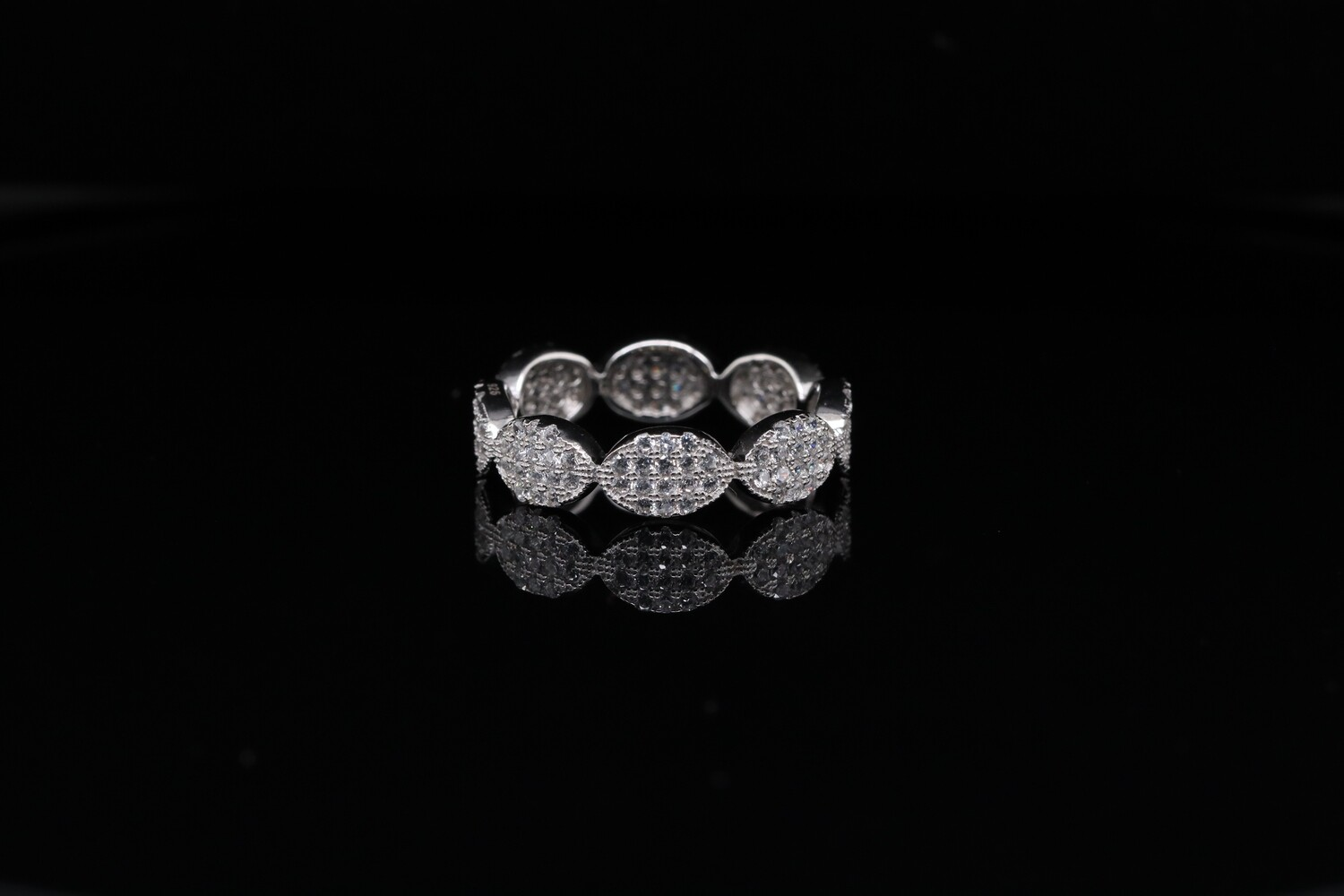 Solitaire 8 Pointers Charm Ring