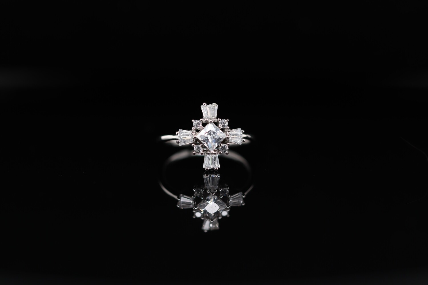 Solitaire T-Shaped Charm Ring