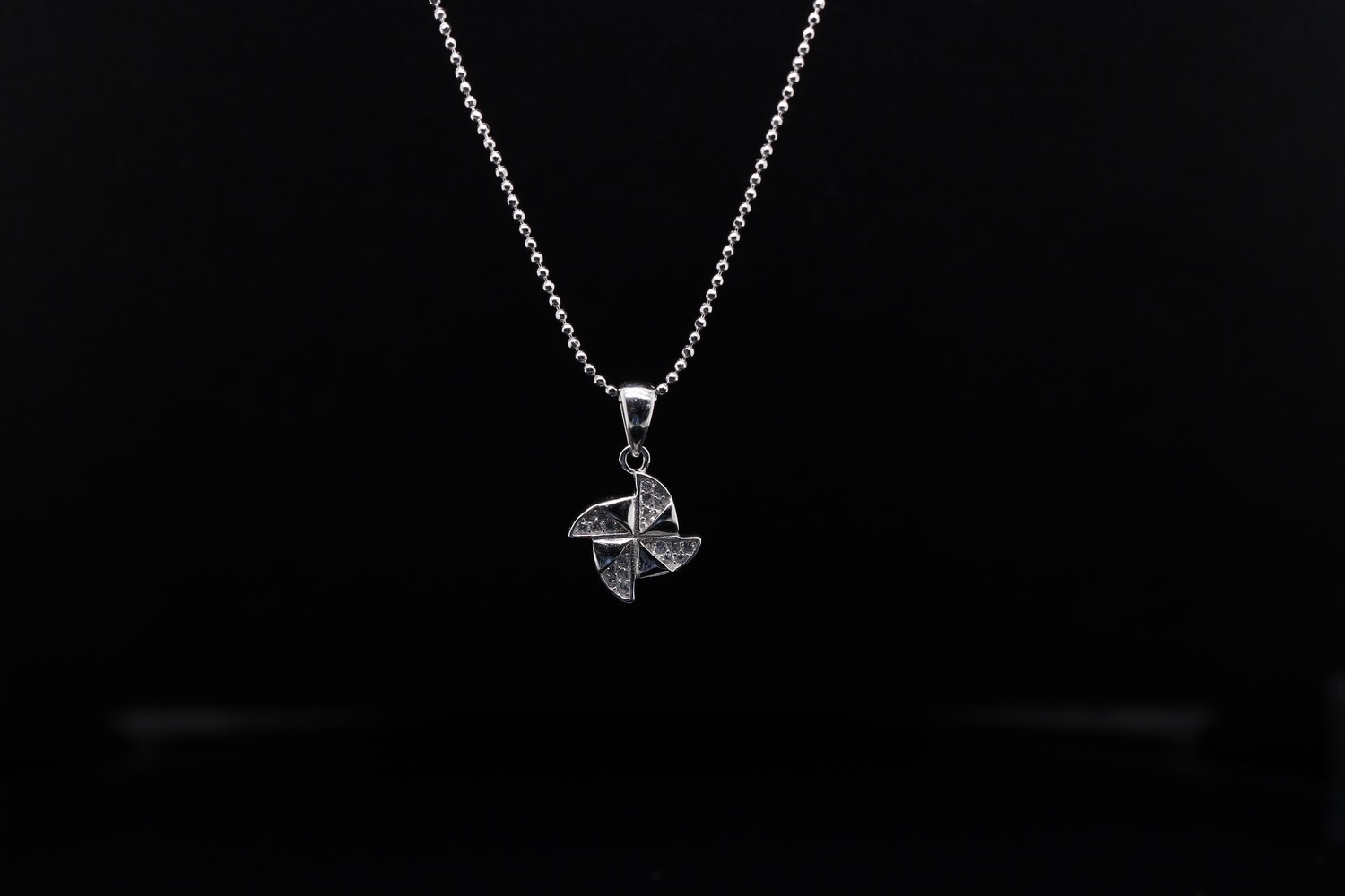 Solitaire Whirl Sparkling Pendant